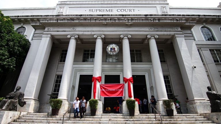 PADRE FAURA STREET, MANILA, METRO MANILA, PHILIPPINES - 2018/05/11: Supreme court employees tie a red banner against Chief Justice Sereno in Manila. In a historic trial, the 24th Chief Justice of the Supreme Court was ousted via Quo Warranto. The justices voted 8 to 6, in favor of the Quo Warranto filed by  Office of the Solicitor General. (Photo by J Gerard Seguia/SOPA Images/LightRocket via Getty Images)