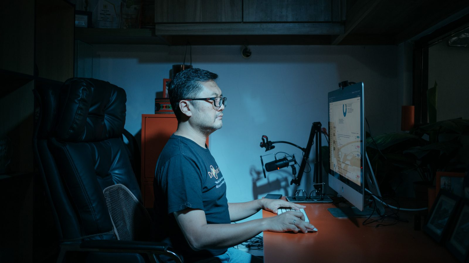 Profile of Ismail Fahmi, who has become an Indonesian household name for combating misinformation with data from his company's social media-mapping tools (Antonia Timmerman/Rest of World)